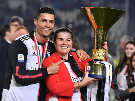 Ronaldo sa majkom Dolores FOTO: EPA-EFE