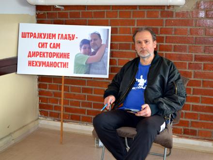 Štrajk glađu u hodniku škole FOTO: G. Mitić/OK Radio