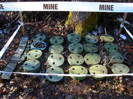 Mine postavljane najčešče pored šumskih puteva, grupisane FOTO: czrs.gov.rs
