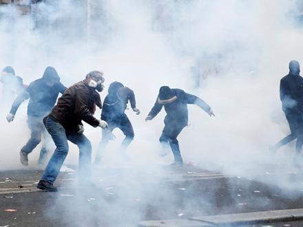 Oko sto ljudi je privedeno FOTO: Reuters