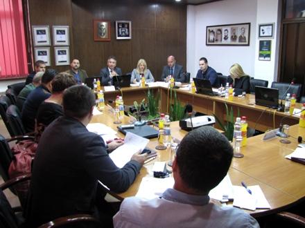 Većnici o poslovanju javnih preduzeća. Foto: D.Ristić/OK Radio