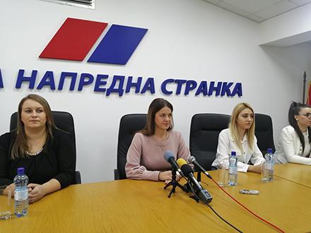 Ivana Kostić sa saradnicama. Foto: S.Tasić/OK Radio