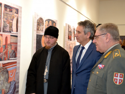 Iguman Metodije sa gradonačelnikom i komandantom 4. brigade FOTO: G. Mitić/OK Radio