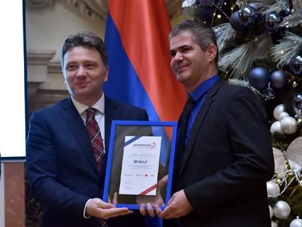 Nagradu je uručio Mihajlo Jovanović, direktor Kancelarije za IT i eUpravu FOTO: vranje.org.rs