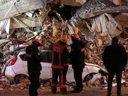 U ruševinama još tridesetak ljudi FOTO: Reuters