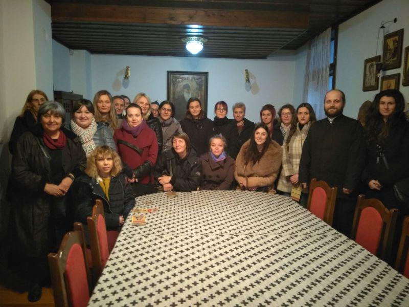Sunčica Denić sa svojim studentima. Foto: Eparhija vranjska