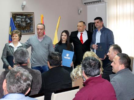 Sentić sa nagrađenima FOTO: vranje.org.rs