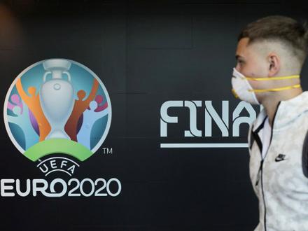 Odlaganje će FIFU koštati 300.000.000 evra FOTO: Reuters