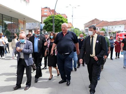 Šešelj u centru Vranja. Foto: S.Tasić/OK Radio