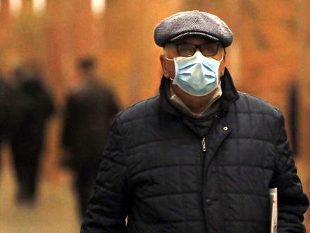 Rekordan rast novozaraženih širom sveta FOTO: EPA