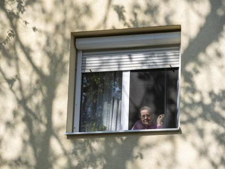 Ne puštajte osobe koje se predstavljaju kao radnici Fonda FOTO: EPA-EFE