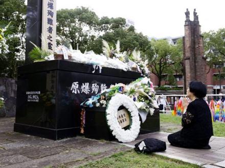 Počast za više od 70.000 mrtvih FOTO: AP