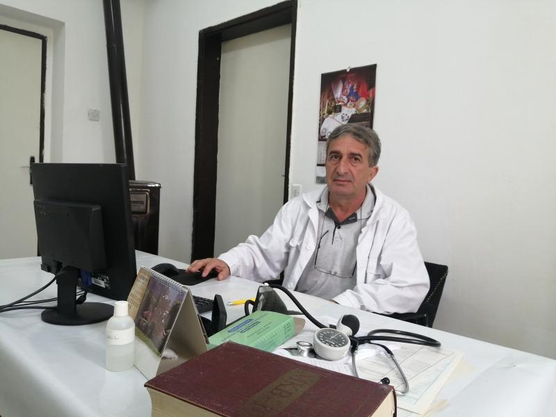 Doktor Novković u svojoj ordinaciji. Foto: S.Tasić/OK Radio