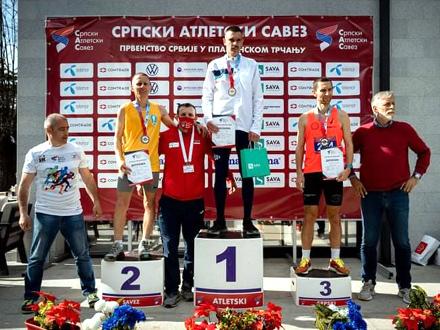 Srebro u žestokoj konkurenciji FOTO: Vranjski maratonci