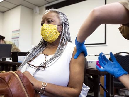 Problem imalo 36 ljudi na milion vakcinisanih FOTO: EPA