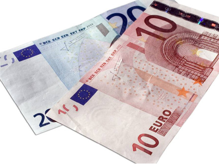 U sredu počinje i isplata prvih 30 evra FOTO: Shutterstock