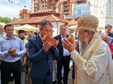 Tradicionalno rezanje slavskog kolača FOTO: OK Radio