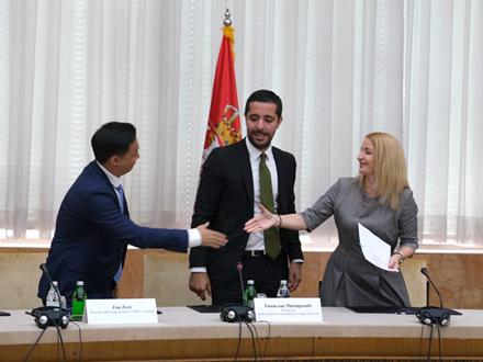 Sa potpisivanja ugovora FOTO: vranje.org.rs