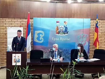 Gradonačelnik obrazlaže odluku FOTO: vranje.org.rs
