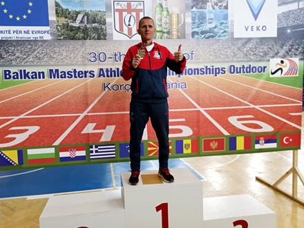 Kristijan Stošić na pobedničkom postolju FOTO: Vranjski maratonci