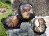 Na izgorelim ikonama netaknuti likovi ISUSA i SVETITELJA
