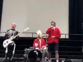 Pepersi napravili jutarnji koncert u školi (VIDEO)
