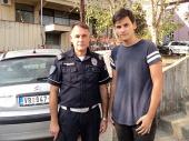 Policajac sa sinom PRONAŠAO NOVČANIK i vratio vlasnici