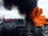 Solidarnost: Policajci skinuli šlemove pred demonstrantima VIDEO
