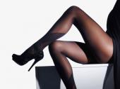 Htela da obraduje muža seksi čarapama, on joj polomio noge