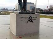 Na novom Tuđmanovom spomeniku u Zagrebu osvanuo grafit