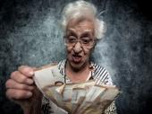 """VARALA DRŽAVU DECENIJAMA: """"Manijakalna"""" starica (92) dužna četiri miliona evra"""