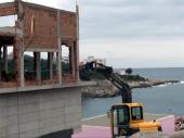 Švajcarcu iz Preševa srušena nelegalna vila na PJENI OD MORA