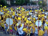 Najmlađi maturanti u Vranju prošli gradom: Pesma i igra na sve strane (FOTO)