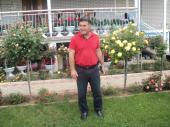 Profesor Haliti iz Velikog Trnovca u plastenicima brine o petunijama, ružama i drugom cveću (FOTO)