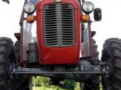 Traktorista pronašao telo ispod bale sena, leš primetio tek kada je prešao točkovima preko njega
