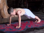 Čečenski Švarceneger: Sa šest godina radi 4.500 sklekova (video)