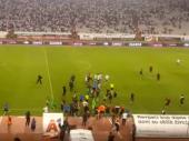 Navijači Hajduka upali na teren nakon ŠOKANTNOG PORAZA (VIDEO)