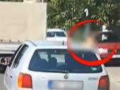 Kažnjena majka koja je vozila dete na prozoru auta