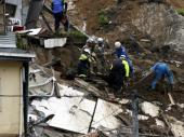 Devetoro poginulih u poplavama i klizištima u Japanu