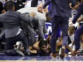 Haos u NBA: Tuča centara na utakmici (video)