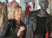 Olivija Njutn Džon prodaje odeću iz