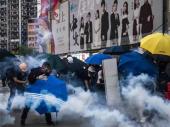 U neredima u Hongkongu demonstranti zapalili čoveka