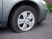 Noćna drama: Redom sekao gume na automobilima