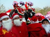Slonovi - Deda Mrazovi nose poklone za decu na Tajlandu