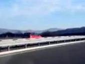 Kockanje sa životom: Juri autoputem u SUPROTNOM SMERU (VIDEO)