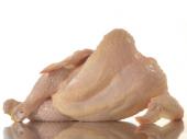 Zbog pilećeg mesa muškarci sve češće dobijaju ženske obline i celulit