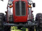 Težak udes kod Surdulice: Survao se sa traktorom i prikolicom