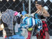 Bivša žena holivudske zvezde skuplja hranu iz kontejnera