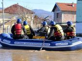 Specijalci MUP-a iz Vranja evakuisali ČETVORICU DEČAKA iz poplavljenog područja