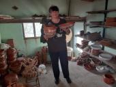Grnčarski zanat porodični posao i čuvanje tradicije: Hrana spremljena u glinenim posudama pravi delikates (FOTO)